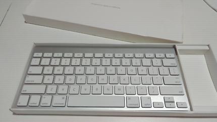 Apple magic keyboard almost new