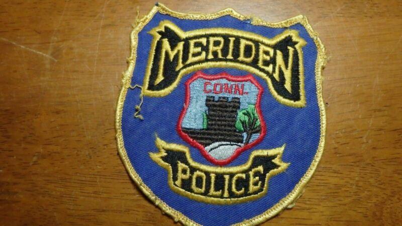 VINTAGE MERIDEN CONNECTICUT POLICE DEPARTMENT OBSOLETE SHOULDER PATCH  BX10# 2