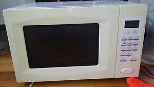 Microwave oven Chigwell Glenorchy Area Preview