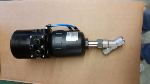 "BURKERT 2702 1/2"" NPT SS ANGLE VALVE WITH 8630 TOP CONTROL ACTUATION SYSTEM"