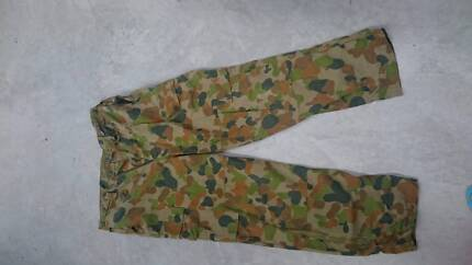 Army Cam pants size 95L or 100R Collingwood Park Ipswich City Preview