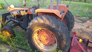 Massey ferguson 188 tractor with bucket 80 hp motor Carters Ridge Gympie Area Preview