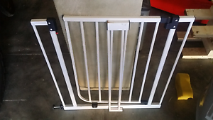 Baby gate  with small extension Safety Bay Rockingham Area Preview