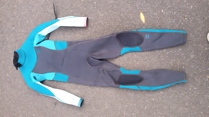 Wetsuit size 10 . 3/2 for girls.