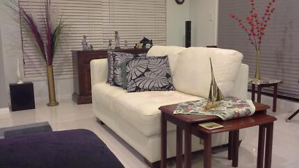 leather lounge white 7 seater modual incl chaise some damage