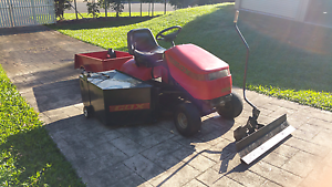 Cox ride on mower Earlville Cairns City Preview