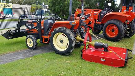 Kubota Tractor, 4 in 1 loader and slasher package