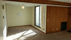 *INCENTIVES* 2 Bed w/ 2 Balconies, Fireplace & Superb Location!