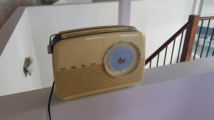 Bush Retro Radio (TR-82 BLU/SAA)