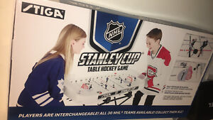 SELLING NHL STANLEY TABLE HOCKEY GAME