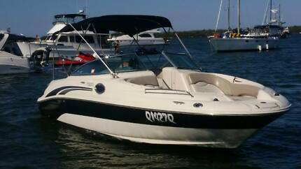 Sea Ray 240 Sundeck Bowrider