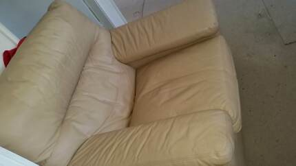 LOUNGE LEATHER  FREE ITEMS INCLUDED