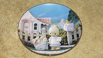 Precious Moments - Collector Plate - God Loveth A Cheerful Giver - 1993