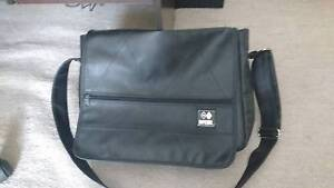 Ripcurl Leather shoulder bag Marion Marion Area Preview