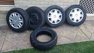 Holden VX acclaim wagon  rims tyres Birkdale Redland Area Preview