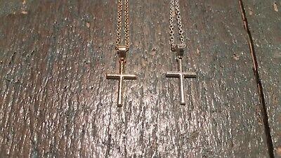 Halskette mit Kreuz Anhänger golden oder silbern schlicht filigran Schmuck