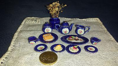 Porzellan Kaffee-Service Kobaltblau Rosendekor+Gebäck+Vase für Puppenstube 1:12