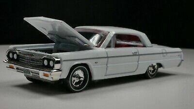 1964 Chevrolet Impala SS 1/64 Scale Diorama Car Rare White Real Riders