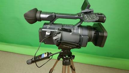 SONY HDR FX1 pro-camera, lights, tripod & case Beverly Hills Hurstville Area Preview