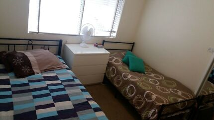 Room Share Available Female only 3 mins to Station