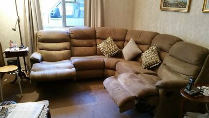 Modular lounge with 2 attached recliners (7 seater)