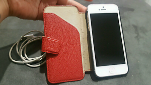 White iPhone 5 32gb & Red Belkin Cover Balga Stirling Area Preview