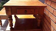 QUALITY TIMBER COFFEE TABLE, 2 SIDE TABLES & 2 BAR STOOLS Miranda Sutherland Area Preview