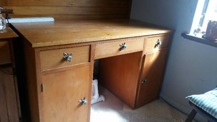 Wooden Desk - Pick up Fairview Park Fairview Park Tea Tree Gully Area Preview