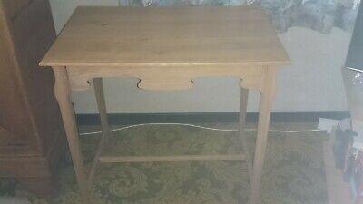 Belle Petite Table En Bois En Tres Bon Etat