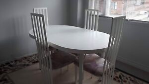 White dining table /white 4 chairs