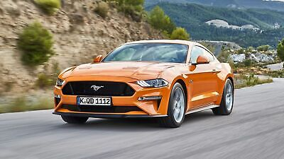 Ford Mustang in der Frontansicht, fahrend