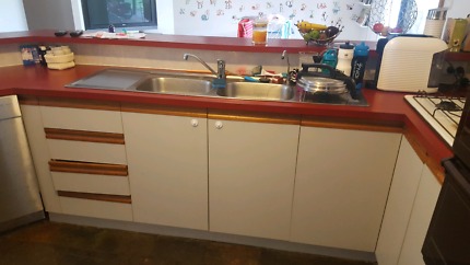 Kitchen - Full size with breakfast bar
