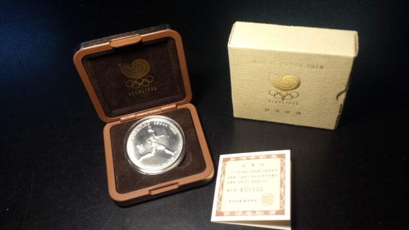 Seoul South Korea 1988 10000 Won Olympic Runner 1 oz Silver with Box and COA