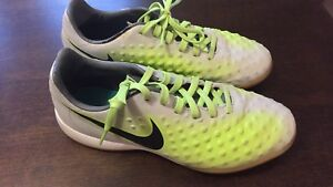 Nike Indoor Soccer Cleats Youth Size 5