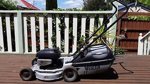 VICTA 4 Stroke Mower with catcher - Excellent condition Brunswick Moreland Area Preview