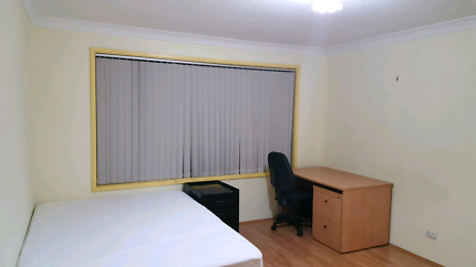 Clean, tidy, super big room(10min walking to punchbowl station)