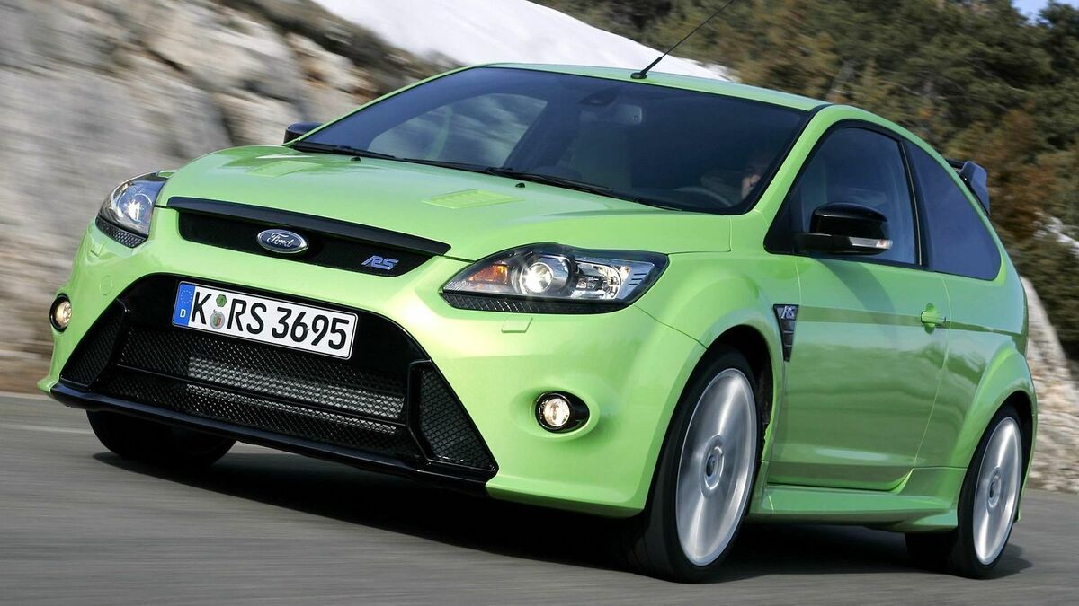 FORD Focus RS in der Frontansicht, fahrend