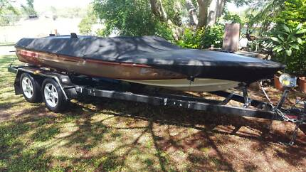 Great for families! 350 Chev Hallet Executive Ski Boat