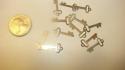72  VINTAGE BRASS KEY CHARMS 1950s