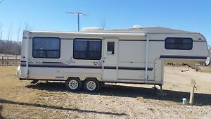 5th wheel camper with hitch and rails included