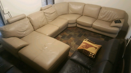 Beautiful HARVEY NORMAN genuine leather, chaise lounge RRP $3900.