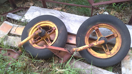 Agricultural swivel wheels
