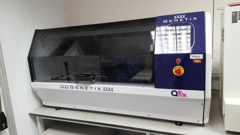Genetix QPIX Microbial Colony and Array Picker Lab Picking