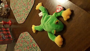 Original beanie baby collectable toy. Frog named smoochy