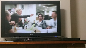 32 inch LG TV (plus free DVD player ) Beverly Hills Hurstville Area Preview