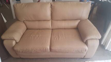 2 seater leather lounge - latte colour, ex. condition