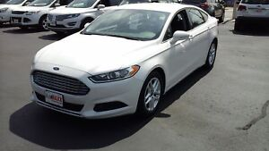 2015 FORD FUSION SE- REAR VIEW CAMERA, HEATED MEMORY SEATS, REMO