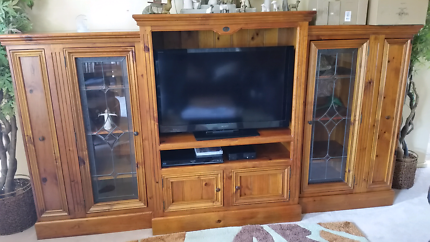Beaufort 3 piece entertainment unit with stain glass doors
