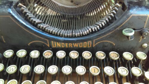 AntiqueTypewriter Underwood fabulous keys - works!