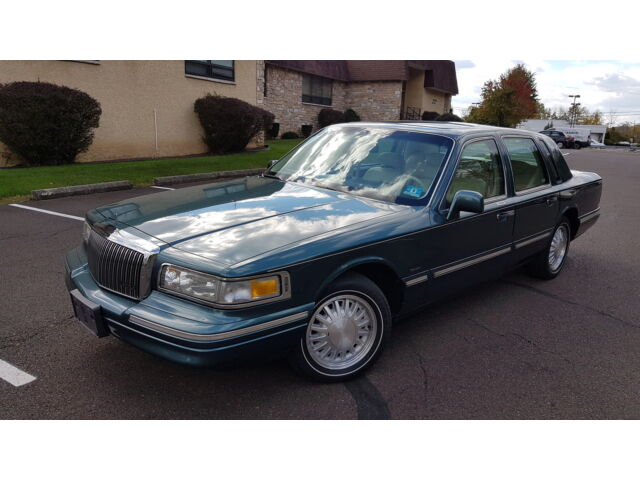 Image 1 of 1996 Lincoln Town Car…
